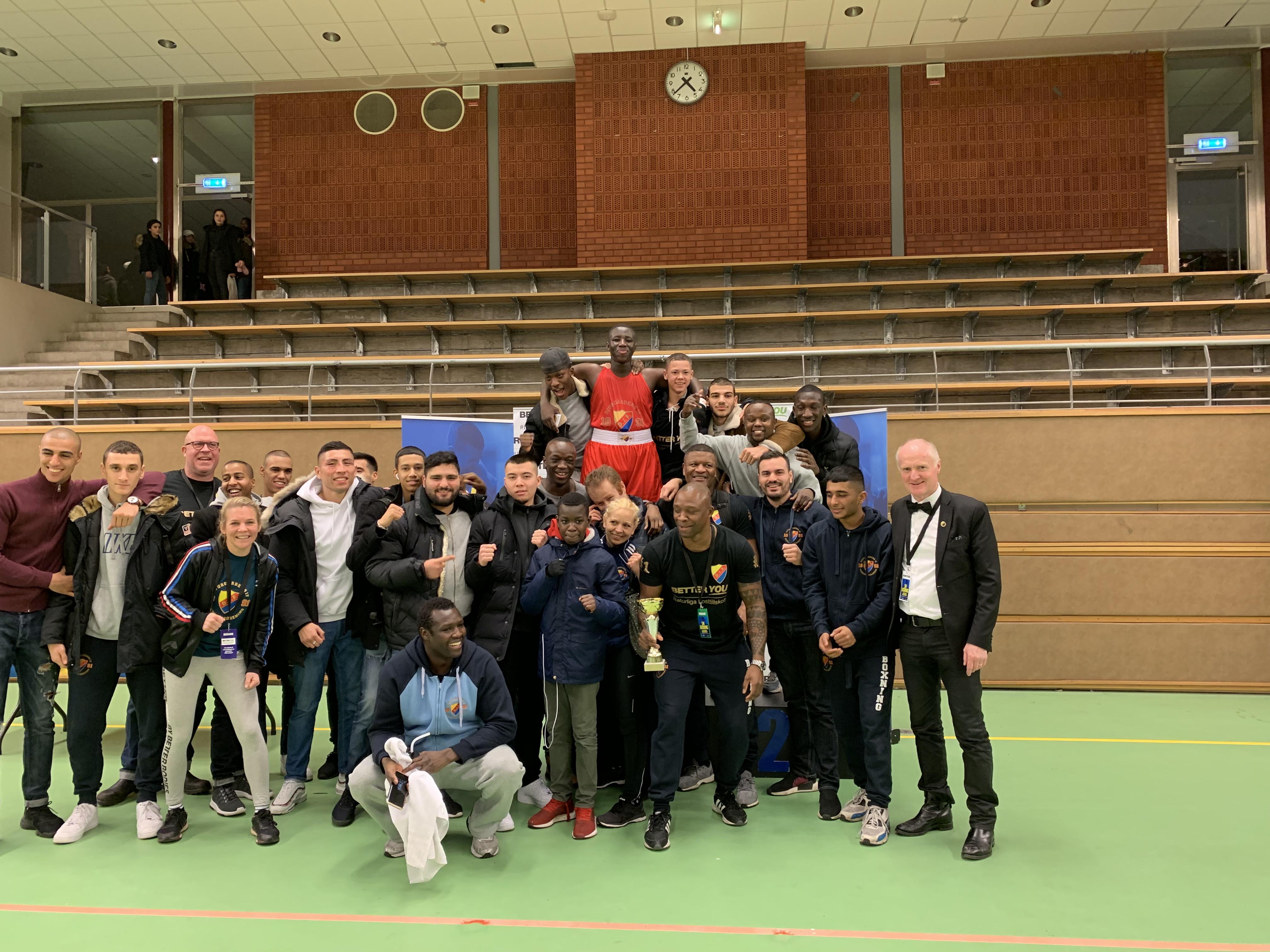 DJURGÅRDEN BOXNING ÅTER BÄST I SVERIGE Fem guld och bästa klubb när SM avgjordes