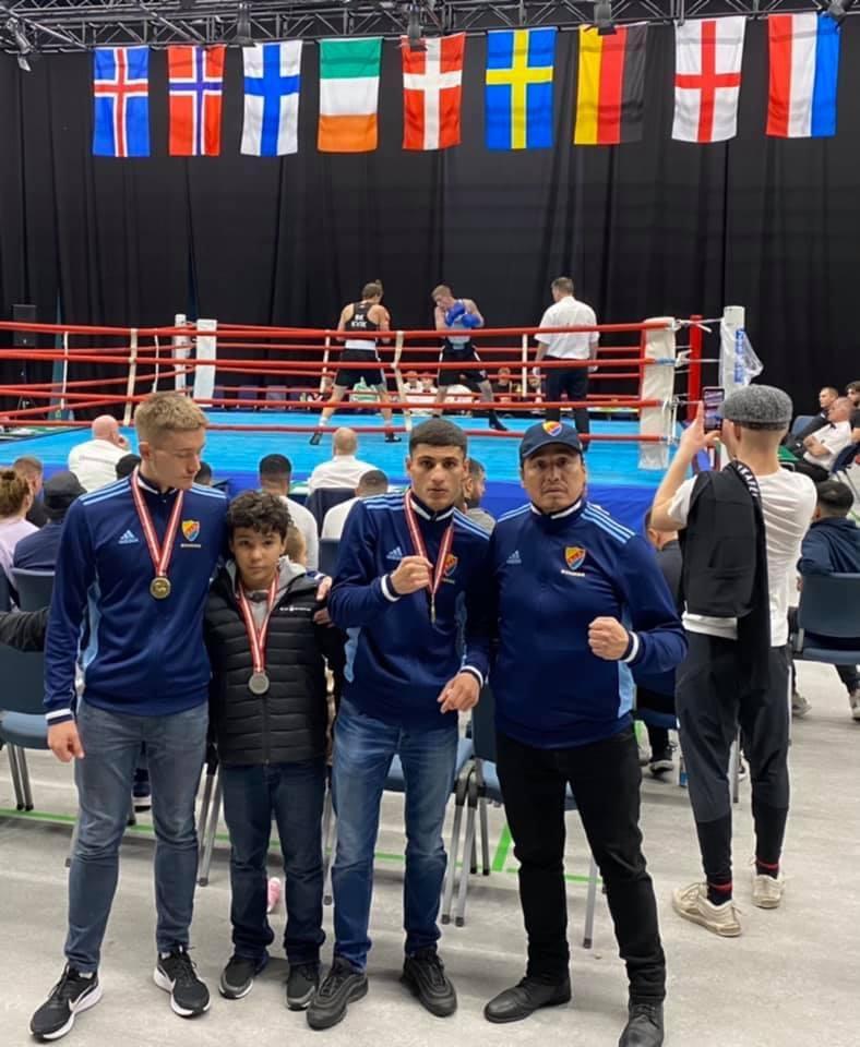 Två guld och ett silver på Hilleröd Box Cup, Danmark